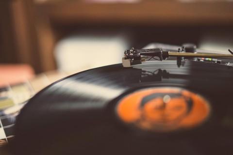 黑色黑胶唱片机