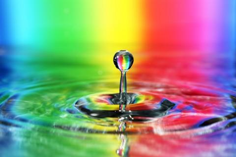 水滴里的颜色