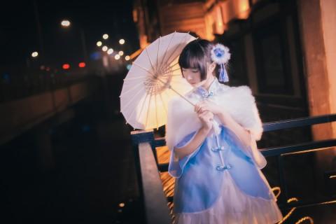 古典伞下女子