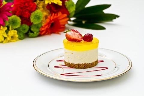 慕斯草莓蛋糕