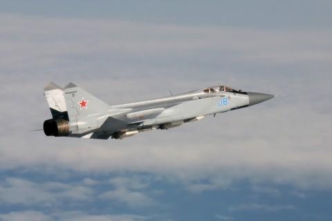 飞行中的米格-31战斗机