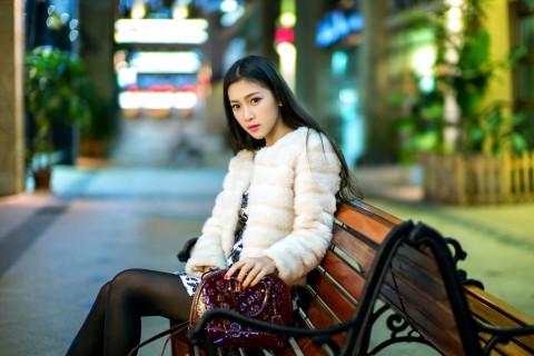 街拍清纯美女