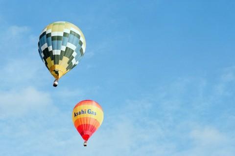 蓝天翱翔的热气球