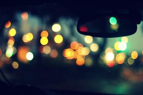 夜幕下的寂寞霓虹