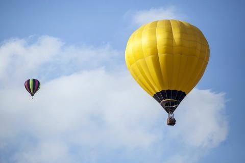 黄色热气球