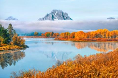 唯美宁静的湖泊