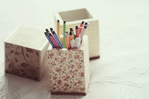 笔筒里的七彩铅笔