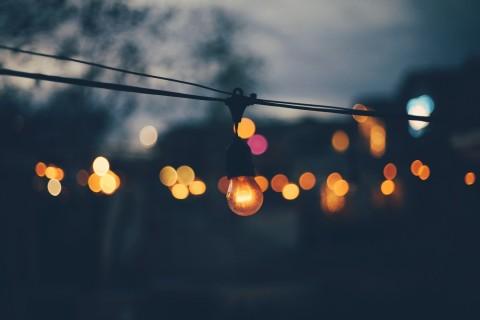 夜幕下的灯泡