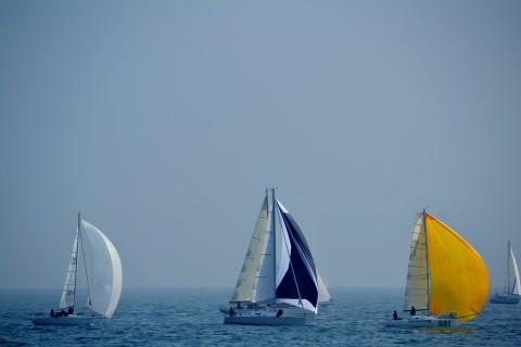 大海里的唯美帆船