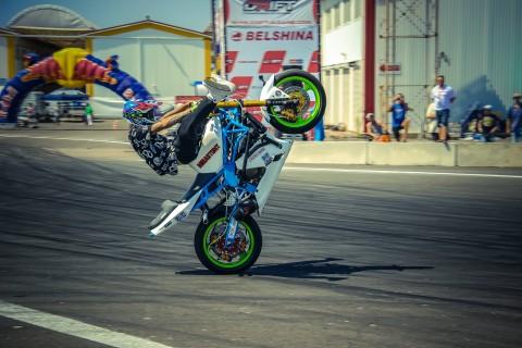 摩托车特技