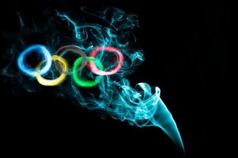 烟雾中的奥林匹克五环