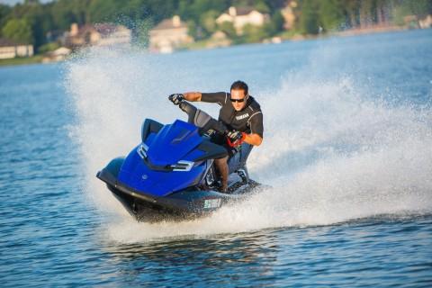 刺激的水上摩托运动