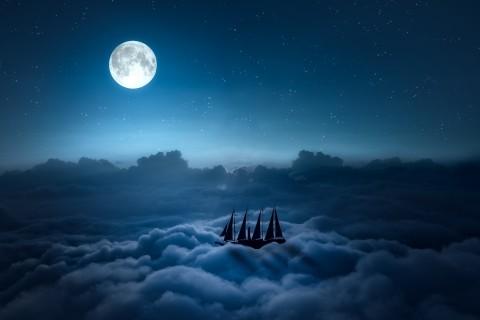 云层上的帆船
