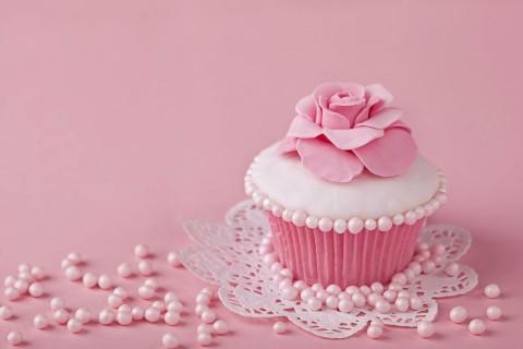 美味的花朵纸杯蛋糕