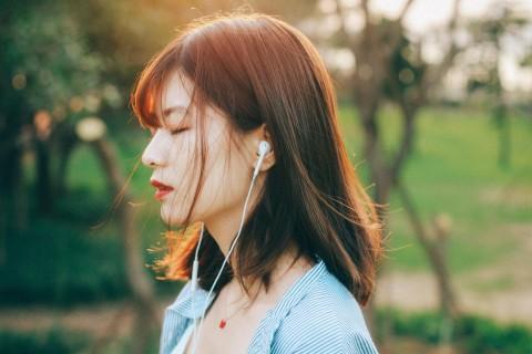 闭上眼聆听美妙的音律