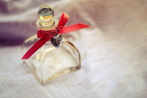 香水瓶上的蝴蝶结