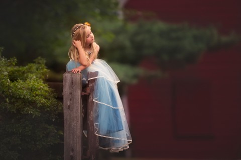 忧虑的小女孩