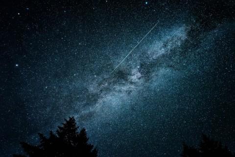 天空划过的流星