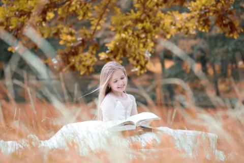 聪明睿智的小女孩
