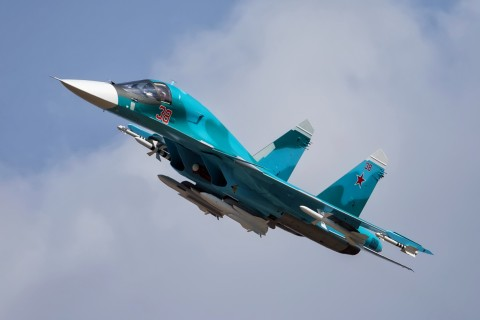 飞行中的苏-34战斗轰炸机