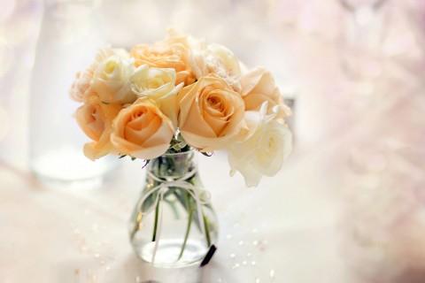 黄玫瑰插花