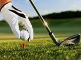 打高尔夫球