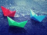 被雨淋湿的纸船
