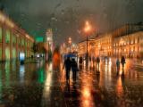 雨中匆忙的人们