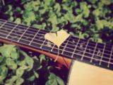 聆听吉他的声音