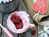 红色爱心糕点