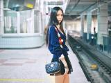 地铁里的个性女孩