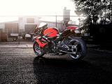 铃木GSX-R1000摩托车