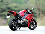 本田CBR1000RR摩托