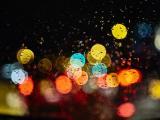 雨夜里的寂寞霓虹