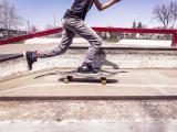 飞奔吧滑板少年