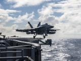 起飞的F-18战斗机