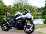 雅马哈R6摩托车