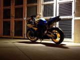 灯光下的本田CBR1000RR