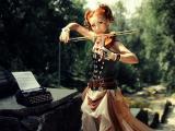 拉小提琴的欧美女孩