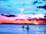 蓝色大海上前行