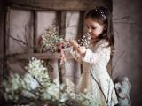 文静的小女孩